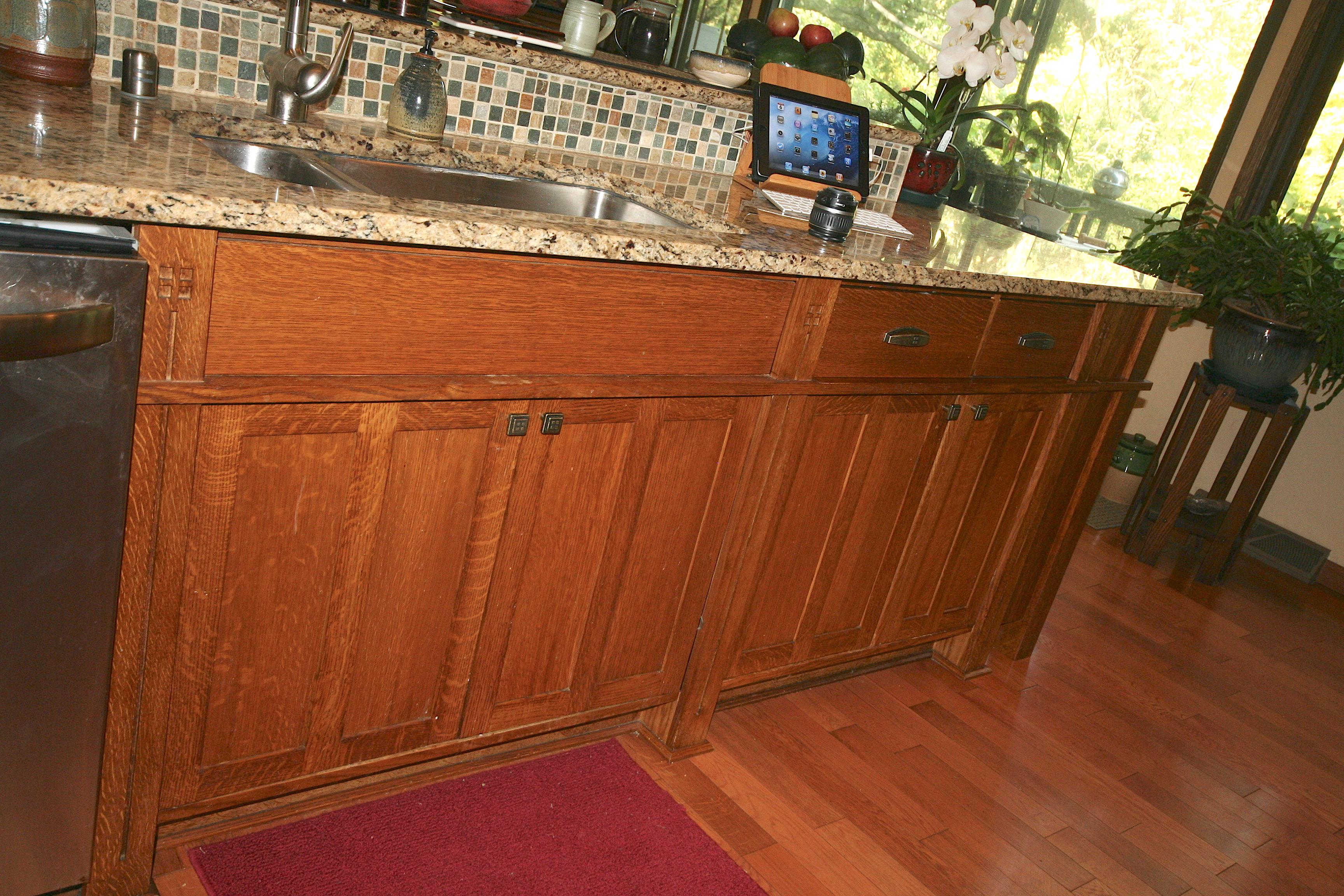 kitchen-cabinets-below-sink